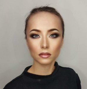 Ani Cretu - Cu si fara masca - machiaj before and after