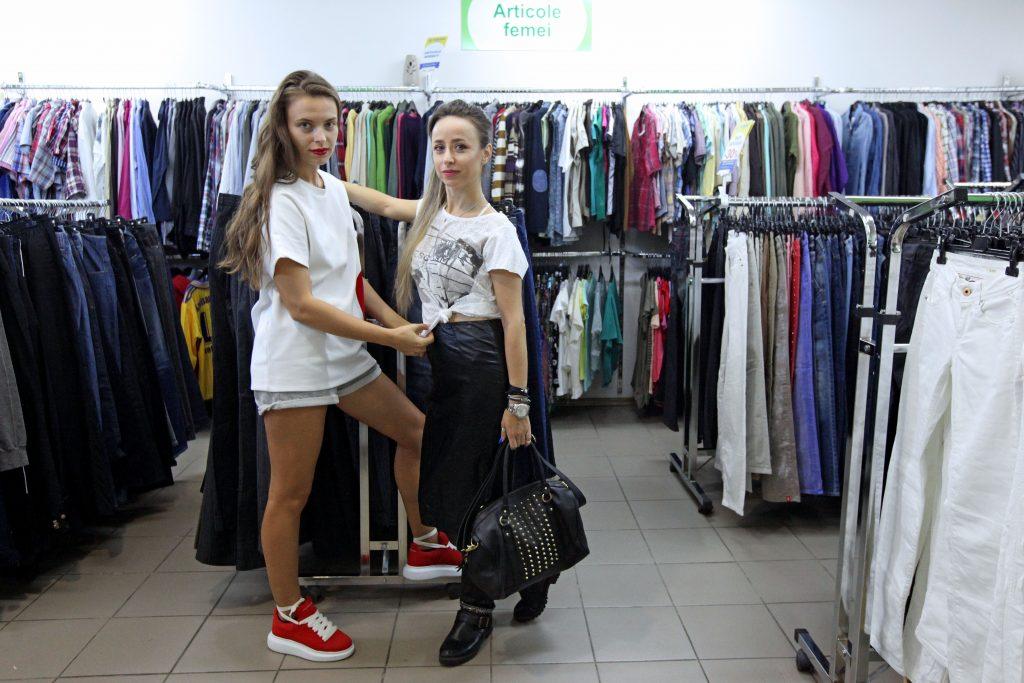 Ani Cretu si Alexandra Calafeteanu in magazinul second hand